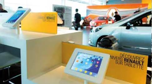 Consultation de tablette tactile au bar des marques