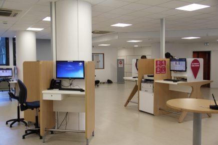 des mobiliers de consultation en libre accès et signalétique