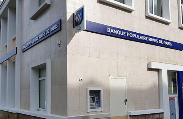 Enseignes exterieures bandeau blason drapeau Banque Poulaire