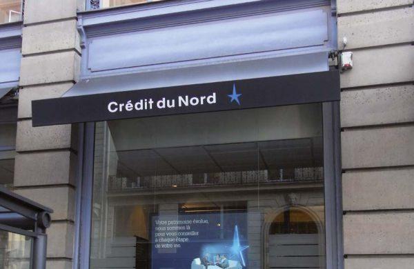Porte affiches lumineux Credit du Nord
