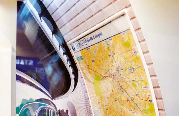 Porte-affiches mural galbé RATP