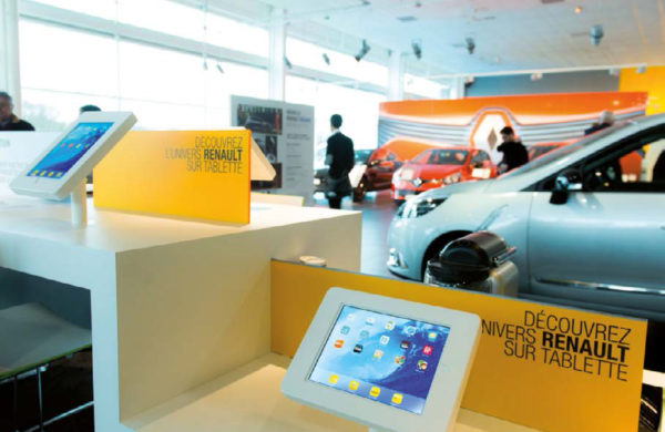 Mobilier commercial Renault
