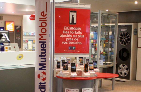 PLV presentoir totem Crédit Mutuel Mobile